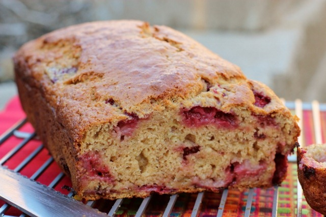 Fresh strawberries take this banana bread to a dangerously addictive ...